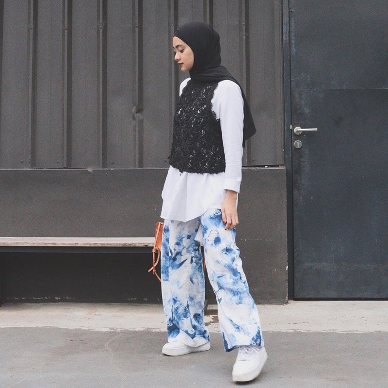 https: img.okezone.com content 2020 03 26 617 2189203 ingin-tampil-kece-sontek-gaya-hijab-kekinian-berikut-ini-yuk-4YzTPEKb3Y.jpg