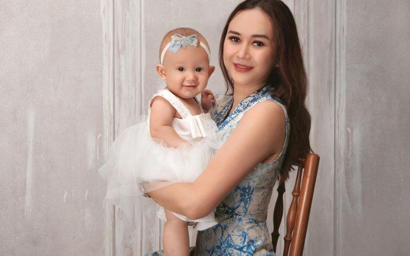 https: img.okezone.com content 2020 03 27 196 2190153 imutnya-baby-arabella-putri-aura-kasih-yang-tumbuh-sehat-haZDR7JwrF.jpg
