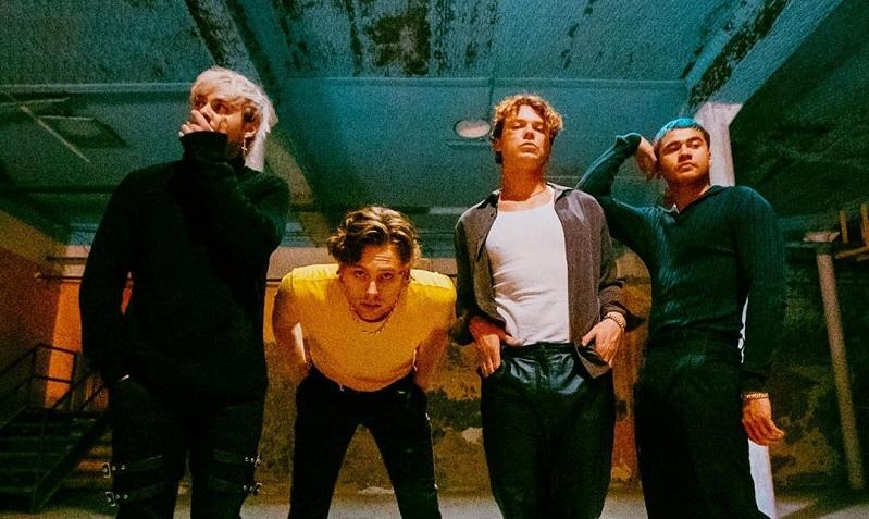 https: img.okezone.com content 2020 03 27 205 2189699 rilis-album-baru-lagu-5sos-tuai-pujian-netizen-dmBaNrGOmk.jpg