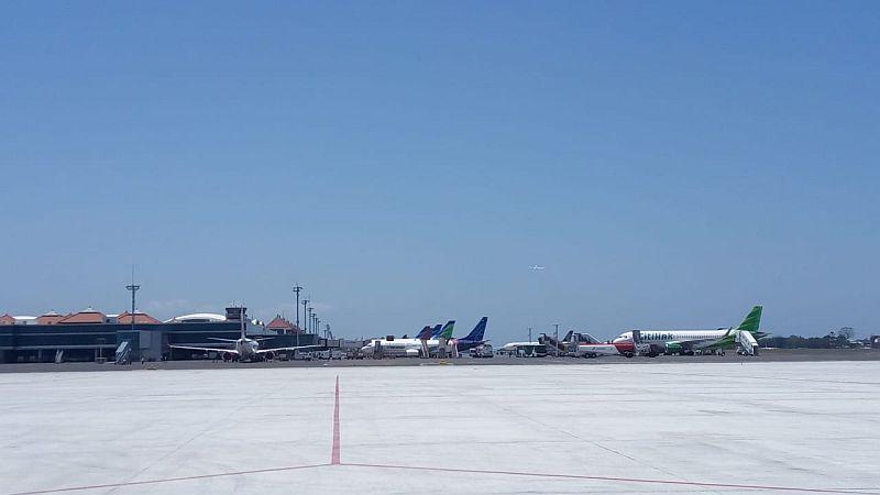 https: img.okezone.com content 2020 03 28 320 2190482 kisah-pengoperasian-bandara-yia-tanpa-seremoni-hingga-atur-jarak-penumpang-2-meter-imbas-corona-gp5jQYhGjc.jpg