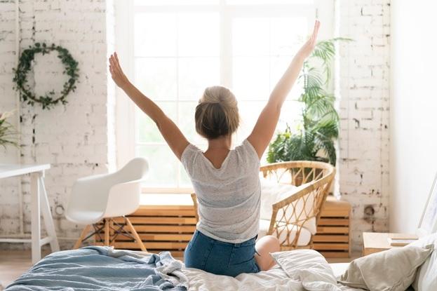 https: img.okezone.com content 2020 03 28 612 2190231 tubuh-terasa-lelah-saat-bangun-menelepon-sebelum-tidur-bisa-jadi-penyebab-kfdY3b0Zen.jpg