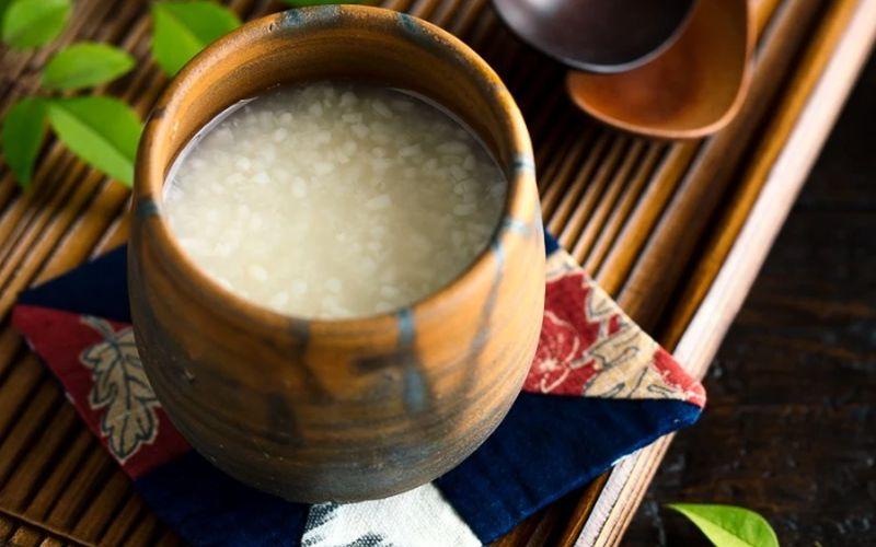 https: img.okezone.com content 2020 03 31 298 2191765 tak-cuma-sake-jepang-punya-minuman-fermentasi-beras-tradisional-Vx27uTJGyT.jpg