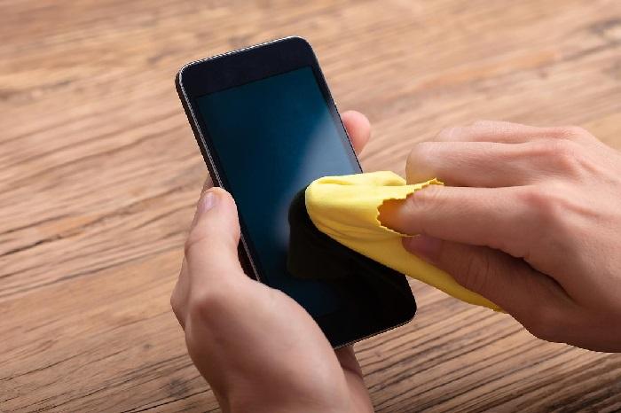 https: img.okezone.com content 2020 03 31 92 2191659 cegah-corona-ini-cara-membersihkan-ponsel-yang-benar-9cKnuThKG4.jpg
