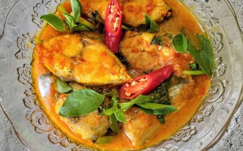 https: img.okezone.com content 2020 04 01 298 2192471 ide-makan-malam-enak-resep-woku-tenggiri-khas-manado-gn77T6gHpD.jpg