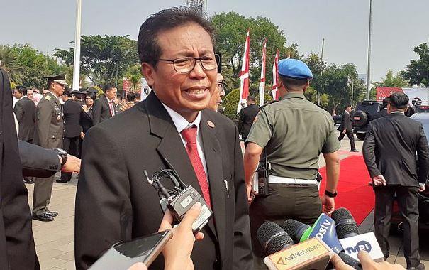https: img.okezone.com content 2020 04 01 337 2192115 wna-dilarang-masuk-indonesia-kecuali-korps-diplomatik-kru-pesawat-asing-vvIBVpmp4L.JPG