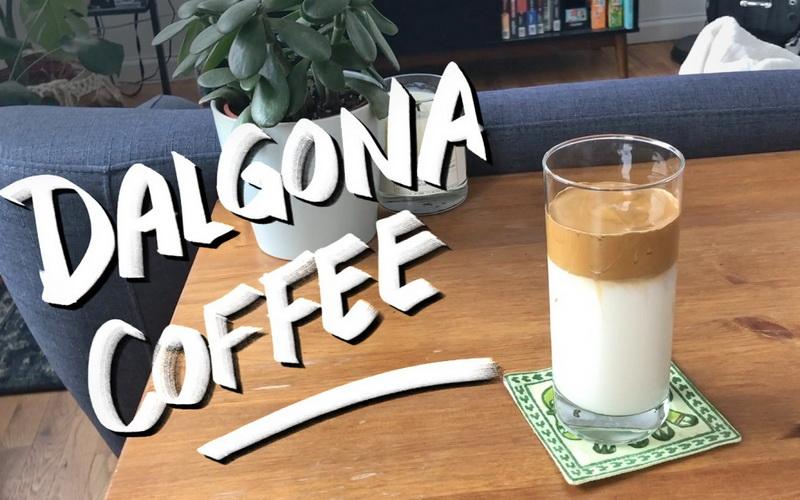https: img.okezone.com content 2020 04 03 298 2193904 tak-hanya-kopi-ini-varian-rasa-dalgona-latte-5Fagz3uAyz.jpg