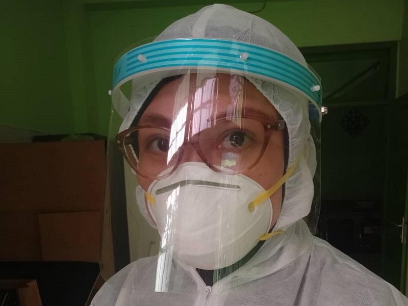 https: img.okezone.com content 2020 04 03 33 2193396 istri-bani-seventeen-imbau-masyarakat-stop-gunakan-masker-bedah-dan-n95-SY79Cbpr4v.jpg