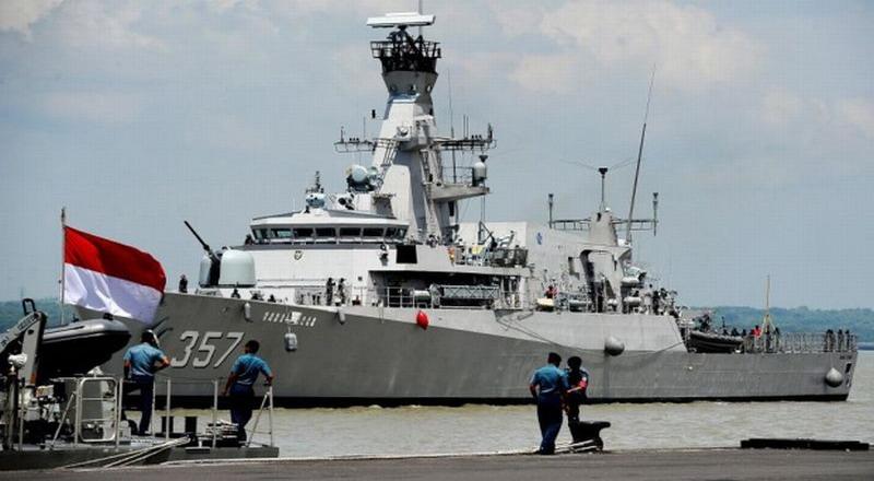 https: img.okezone.com content 2020 04 03 337 2193506 malaysia-lockdown-indonesia-siagakan-kapal-perang-untuk-jemput-tki-9rtjmbrjEw.jpg