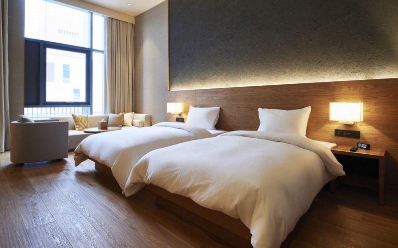 https: img.okezone.com content 2020 04 03 612 2193649 suka-duka-agustian-housekeeping-hotel-berjuang-untuk-anak-istri-saat-pandemi-corona-0OdzheZ78y.jpg