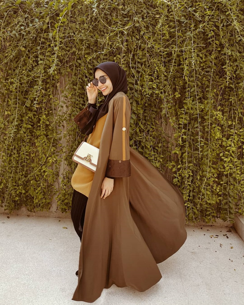https: img.okezone.com content 2020 04 03 617 2193466 gaya-hijab-cokelat-kekinian-ala-zaskia-sungkar-dan-zaskia-mecca-Yj2Zv42Ucn.jpg