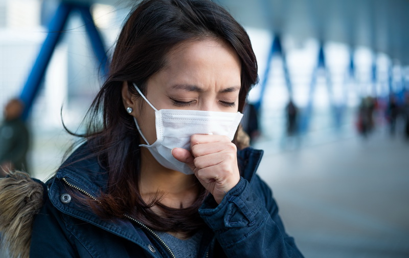 https: img.okezone.com content 2020 04 03 620 2193422 cara-membedakan-batuk-kering-gejala-corona-dan-batuk-biasa-MRlt2uKT4s.jpg