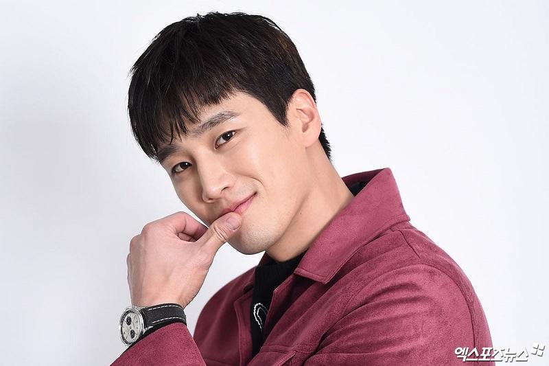 https: img.okezone.com content 2020 04 04 598 2194162 ahn-bo-hyun-berpotensi-temani-shin-sung-rok-bintangi-kairos-DnjKIuzp1z.jpg