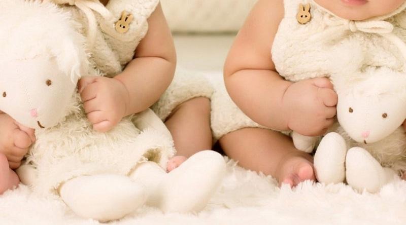 https: img.okezone.com content 2020 04 05 196 2194377 lahir-saat-pandemi-bayi-kembar-ini-diberi-nama-corona-dan-covid-HIWDGZis27.jpg