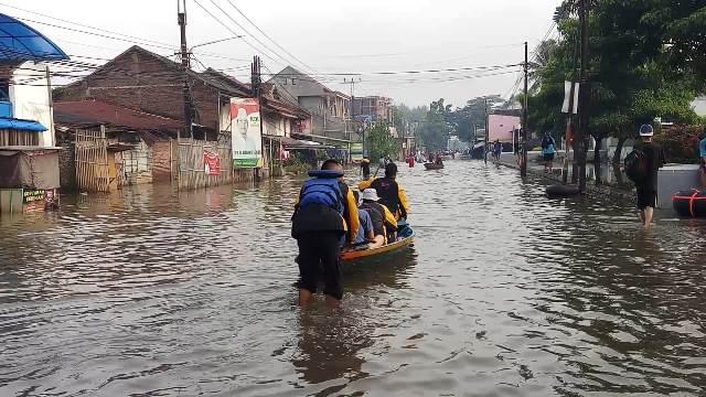 https: img.okezone.com content 2020 04 06 525 2194713 puluhan-jiwa-terdampak-banjir-di-kabupaten-bandung-5QjCoelJF6.jpg