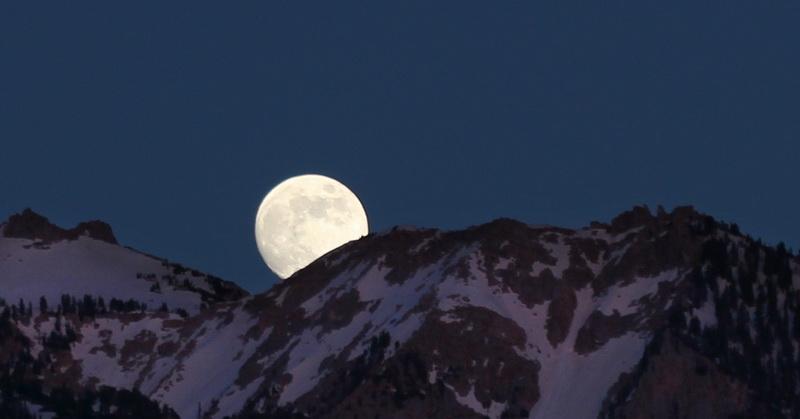 https: img.okezone.com content 2020 04 07 56 2195431 fenomena-pink-moon-bakal-terlihat-malam-ini-2W2l3BRdqk.jpg