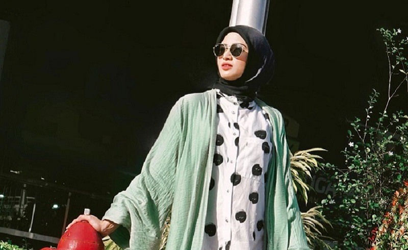 https: img.okezone.com content 2020 04 07 617 2195376 3-gaya-hijab-kekinian-yang-bikin-kamu-makin-cakep-qlH6EN0FKZ.jpg
