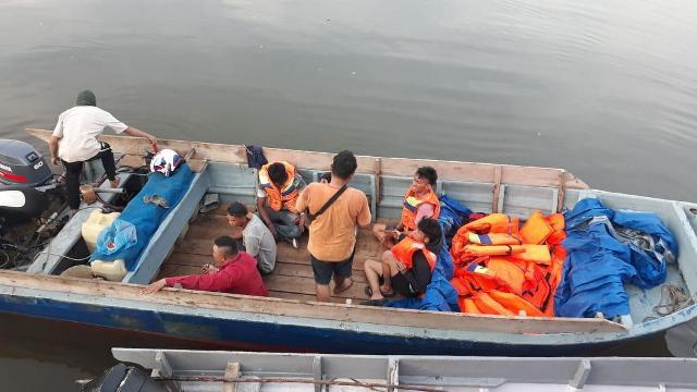 https: img.okezone.com content 2020 04 08 340 2196066 polisi-gagalkan-penyelundupan-tki-dan-wna-ke-malaysia-di-tengah-pandemi-corona-fE4cw5pI2e.jpg
