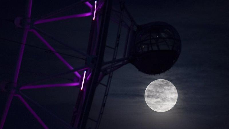 https: img.okezone.com content 2020 04 08 56 2195855 mengapa-saat-supermoon-bulan-tampak-membesar-RtOZ2QauxX.jpg