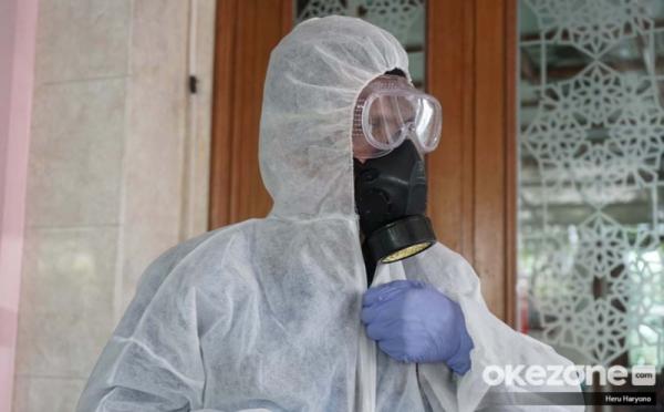 https: img.okezone.com content 2020 04 09 337 2196793 pandemi-covid-19-700-ribu-apd-didistribusikan-donasi-capai-rp193-miliar-QX2BahyoME.jpg