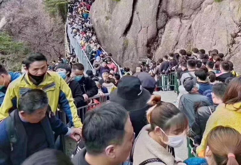 https: img.okezone.com content 2020 04 09 406 2196569 usai-lockdown-20-ribu-wisatawan-serbu-objek-wisata-huangshan-AAjHOFZBRt.jpg