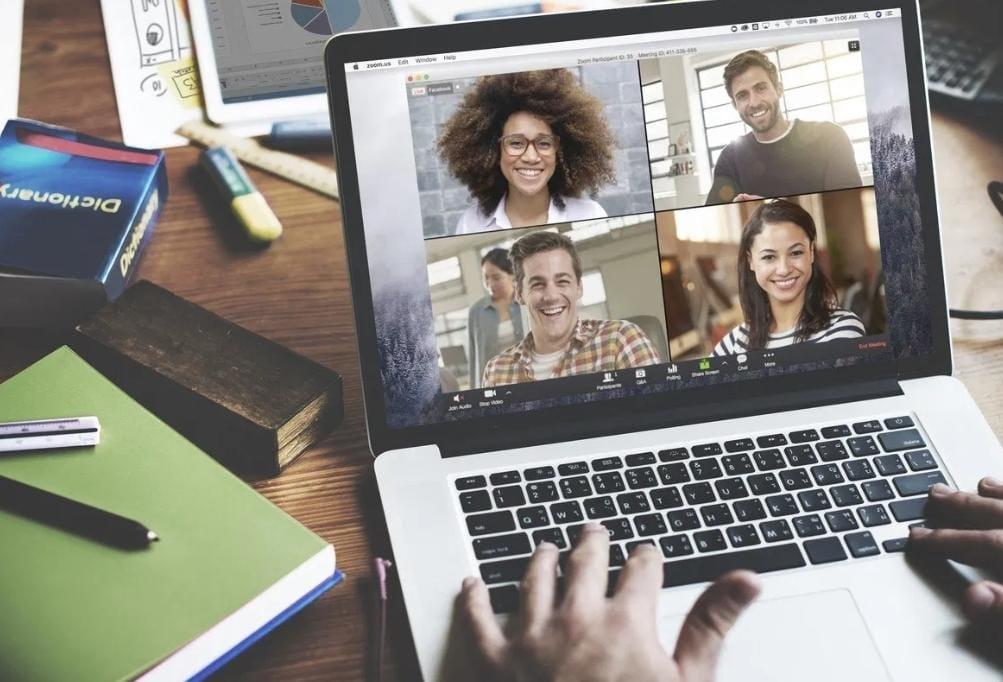 https: img.okezone.com content 2020 04 10 92 2197195 tips-lancar-menggunakan-layanan-konferensi-video-3bG2uSjIsW.jpeg