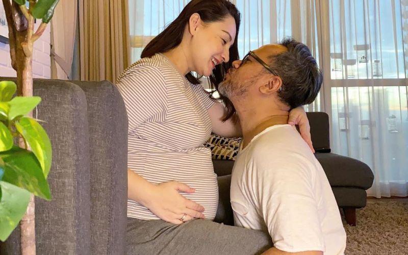 https: img.okezone.com content 2020 04 11 196 2197796 mesranya-mona-ratuliu-dan-indra-brasco-menantikan-lahirnya-anak-ke-4-XaTcp9FX6D.jpg