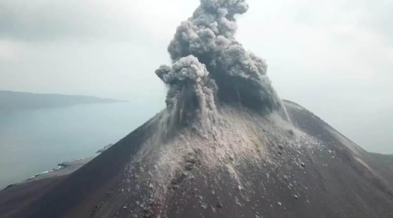 https: img.okezone.com content 2020 04 11 337 2197636 gunung-anak-krakatau-sudah-12-kali-erupsi-hingga-siang-ini-eIpa5KmkzR.jpeg