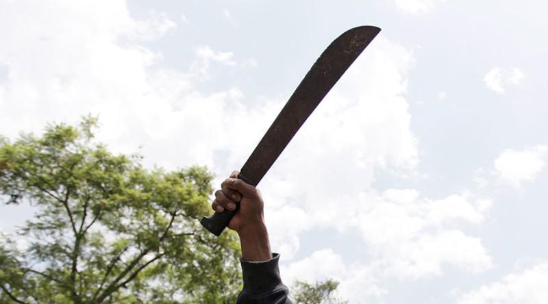 https: img.okezone.com content 2020 04 13 18 2198236 polisi-india-kehilangan-tangannya-setelah-bentrok-dengan-warga-yang-abaikan-lockdown-bGtHDQkLCu.jpg