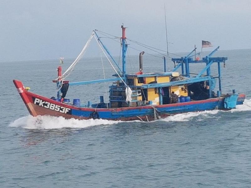 https: img.okezone.com content 2020 04 13 320 2198313 dalam-1-5-bulan-kkp-tangkap-19-kapal-illegal-fishing-8ll6jcZOc1.jpg