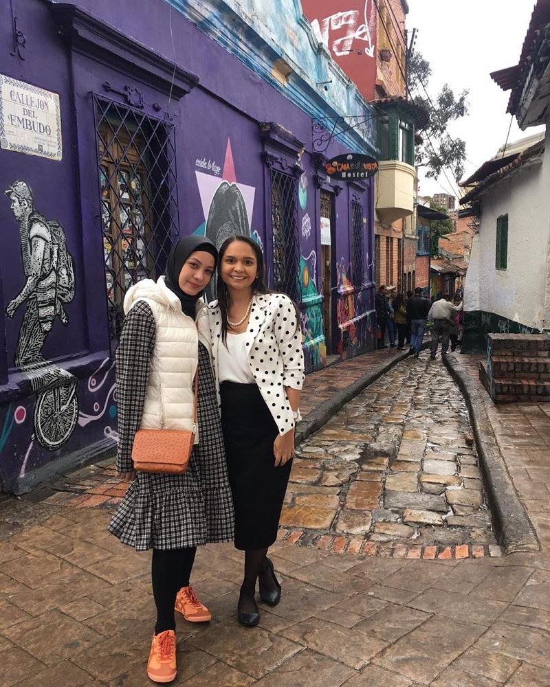 https: img.okezone.com content 2020 04 14 617 2198954 tampil-fashionable-dengan-outfit-hijab-ala-rachel-maryam-yang-bisa-kamu-tiru-8cyL1YOMLd.jpg
