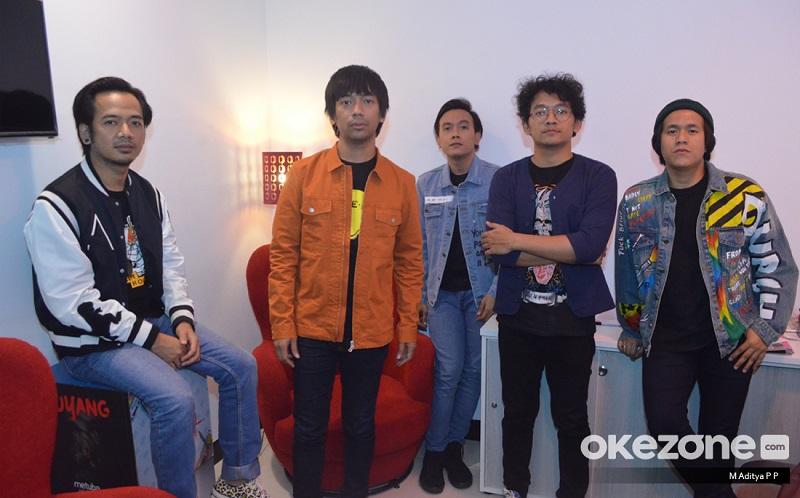 https: img.okezone.com content 2020 04 15 33 2199444 cover-lagu-suho-rian-d-masiv-dapat-hadiah-spesial-dari-exo-1nkdR5OW91.jpg