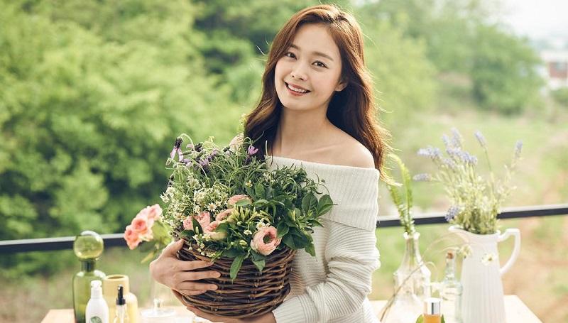 https: img.okezone.com content 2020 04 15 33 2199453 jeon-so-min-pertimbangkan-gabung-agensi-lee-kwang-soo-t0bdV3EQL0.jpg