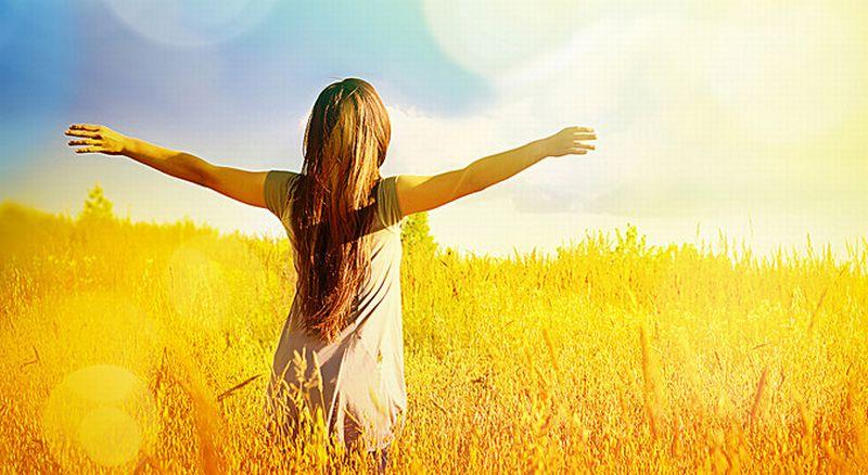 https: img.okezone.com content 2020 04 15 612 2199537 hati-hati-perempuan-tak-boleh-terpapar-sinar-matahari-terlalu-lama-loh-RJI7yHuRaG.jpg