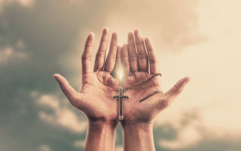 https: img.okezone.com content 2020 04 15 612 2199611 doa-umat-katolik-untuk-meminta-perlindungan-dari-wabah-virus-corona-b5ATmtP9Zw.jpg