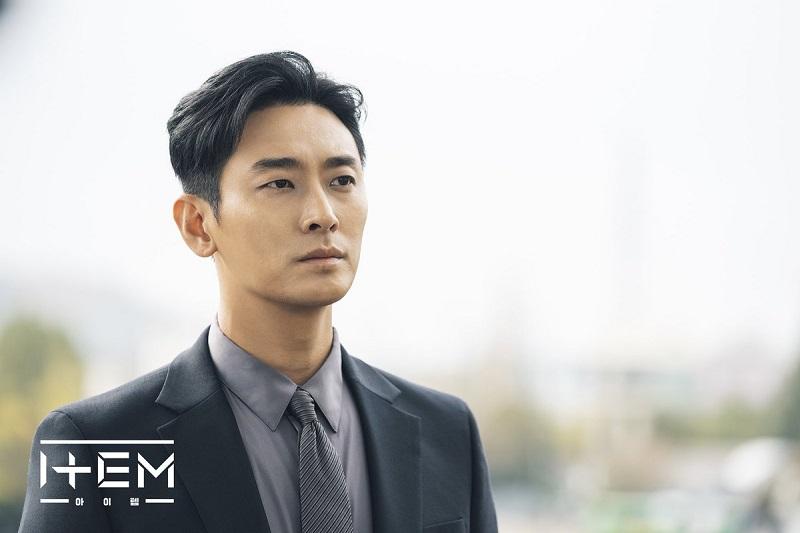 https: img.okezone.com content 2020 04 17 598 2200729 park-seo-joon-mundur-joo-ji-hoon-pertimbangkan-bintangi-mount-jiri-wrSu6fKaDc.jpg