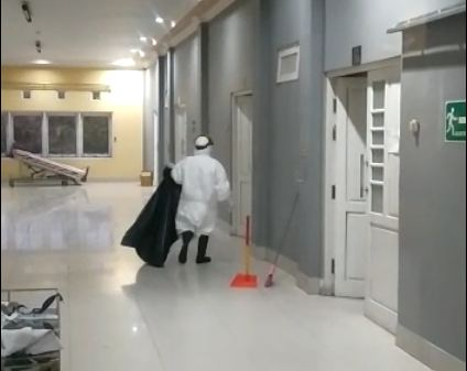 Cleaning Service Rs Rujukan Covid 19 Juga Bekerja Bertaruh Nyawa Okezone Tren