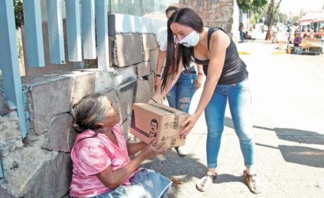 https: img.okezone.com content 2020 04 18 18 2201316 putri-bos-narkoba-el-chapo-salurkan-bantuan-ke-warga-miskin-meksiko-6BE9ik85tF.JPG