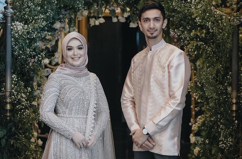 https: img.okezone.com content 2020 04 19 33 2201568 vebby-palwinta-resmi-menikah-dengan-mahar-500-dinar-FgaPFgidIE.jpg