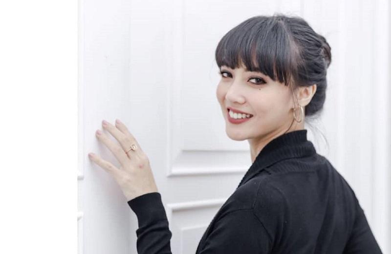 https: img.okezone.com content 2020 04 19 33 2201601 jadi-pengacara-marissa-jeffryna-kurangi-kesibukan-di-dunia-hiburan-jQKhOaoJt9.jpg