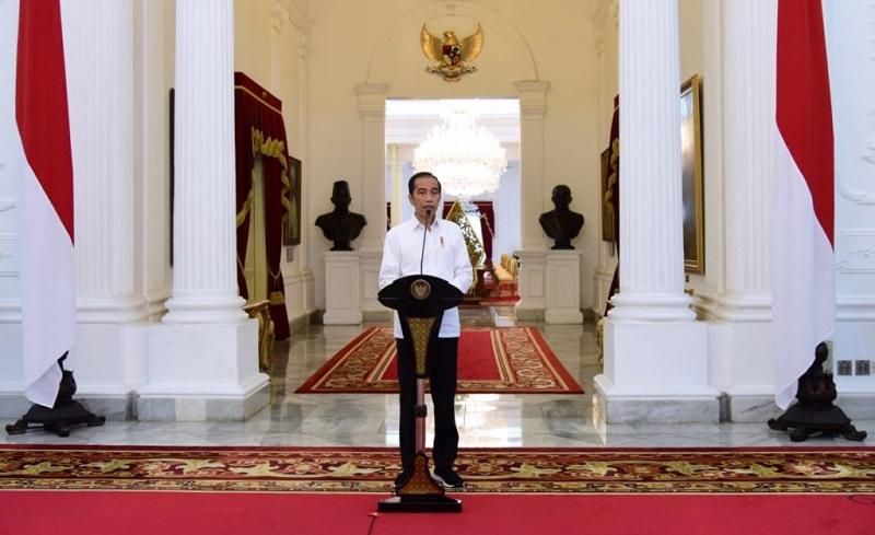 https: img.okezone.com content 2020 04 20 320 2201851 di-tengah-psbb-presiden-jokowi-minta-pasokan-pangan-cukup-jelang-ramadan-IoNX2aULd7.jpg