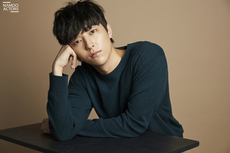 https: img.okezone.com content 2020 04 21 33 2202731 lee-yoo-jin-resmi-teken-kontrak-dengan-agensi-park-bo-gum-pq3nFALslw.jpg