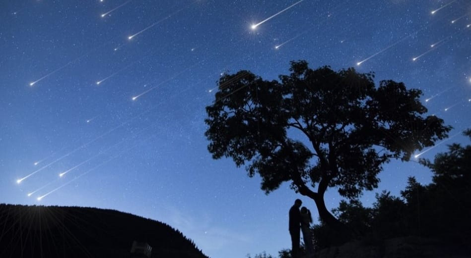 https: img.okezone.com content 2020 04 21 56 2202792 ilmuwan-jelaskan-fenomena-hujan-meteor-8CAC5QAPDI.jpeg