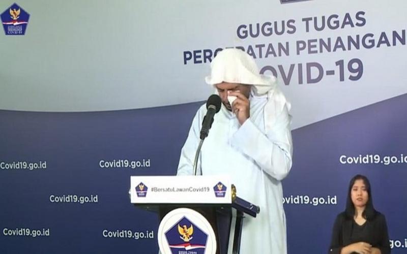https: img.okezone.com content 2020 04 21 614 2202825 syekh-ali-jaber-sampai-menangis-mohon-umat-islam-tak-mudik-saat-wabah-corona-y8IagahLb0.jpg