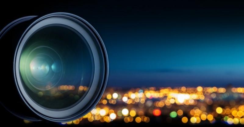 https: img.okezone.com content 2020 04 21 92 2202841 memotret-pakai-kamera-ponsel-di-malam-hari-perhatikan-ini-wfzcXEGDSu.jpg