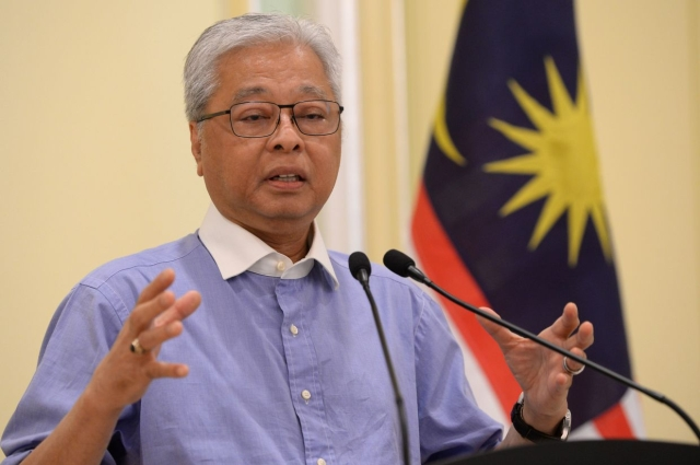 https: img.okezone.com content 2020 04 22 18 2203240 warga-malaysia-yang-ingin-pulang-kampung-harus-daftar-ke-kantor-polisi-J3kV9GaXdj.jpg