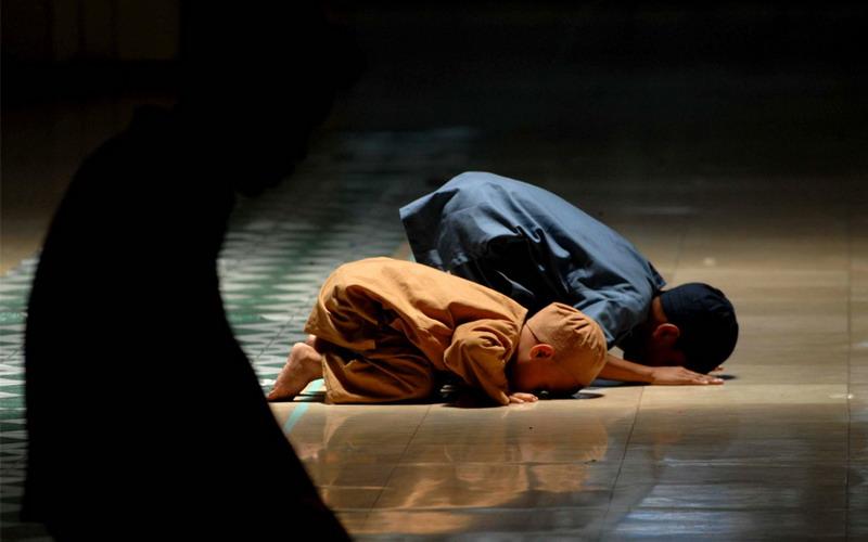 https: img.okezone.com content 2020 04 22 330 2202979 berapa-usia-ideal-anak-untuk-diajarkan-puasa-ramadhan-CJyG458cFi.jpg