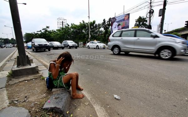 https: img.okezone.com content 2020 04 22 510 2203300 bantuan-di-jalanan-saat-pandemi-corona-yogyakarta-kebanjiran-gepeng-MGxKFirk0D.jpg