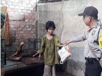 https: img.okezone.com content 2020 04 22 610 2203081 viral-anak-yatim-piatu-kelaparan-di-muara-enim-pak-ada-nasi-Vc8hNpWqu5.JPG