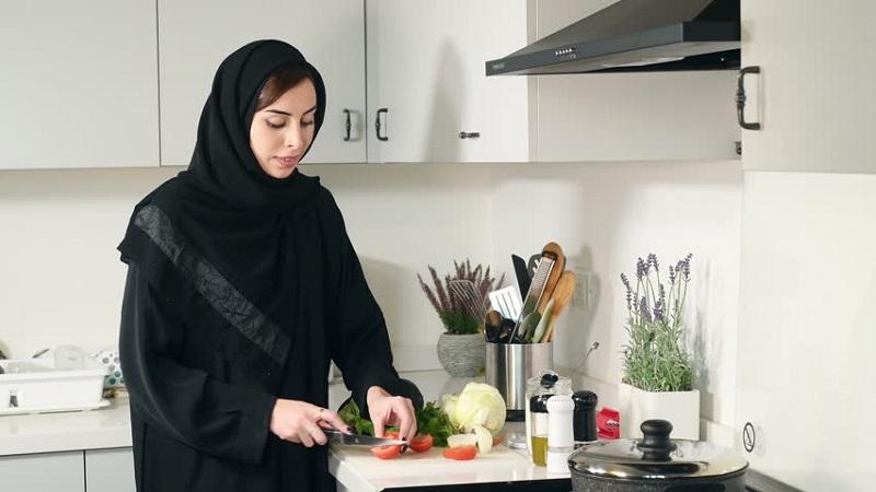 https: img.okezone.com content 2020 04 23 298 2203925 5-tips-untuk-masak-makanan-sahur-dan-berbuka-ala-chef-degan-jU3AXgIjYz.jpg