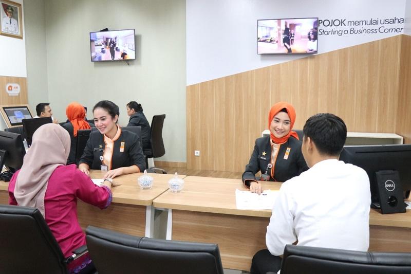 https: img.okezone.com content 2020 04 23 320 2203970 pelayanan-investasi-dan-perizinan-jakarta-raih-anugerah-public-relations-award-FIGHdObrUk.jpg